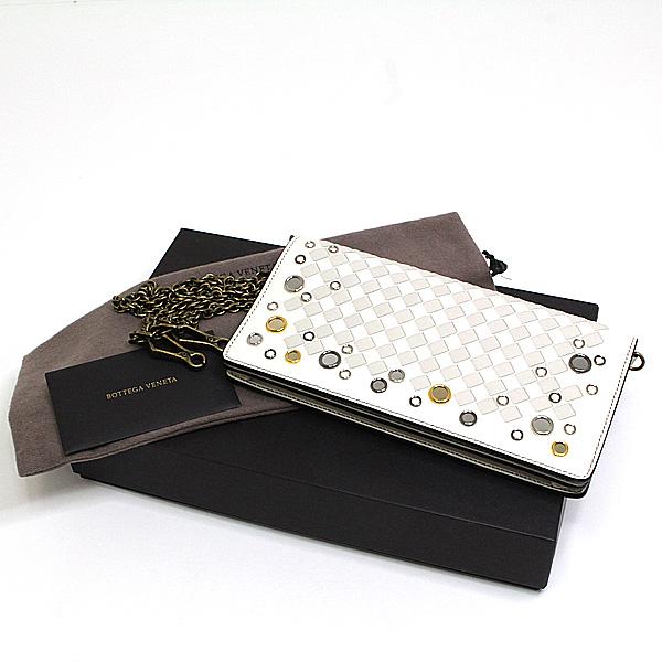 バッグと財布の機能を兼ね備えたチェーンウォレットで身軽なお出かけ♪