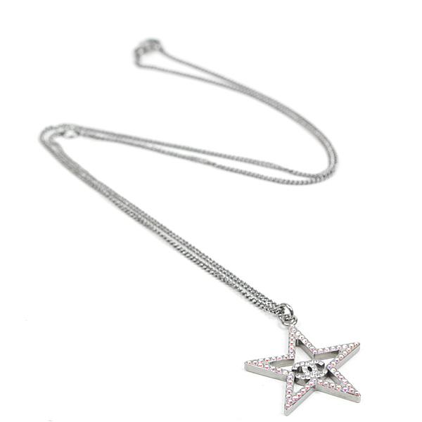 パンクテイストを感じるシャネルの星型モチーフネックレスです☆