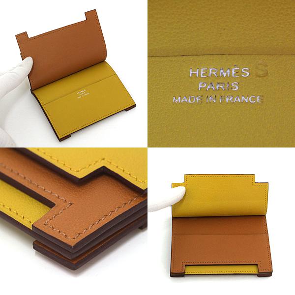 メゾンのイニシャル「H」が浮かび上がるデザインのカードケース 《ミュルチプリ・エルメス》のご紹介です。