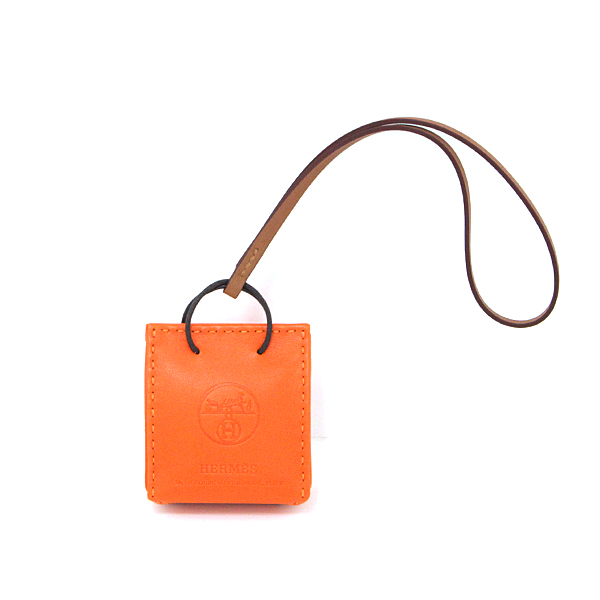 再入荷‼2019年秋冬限定で販売された希少なバッグチャーム♪この機会をお見逃しなく!