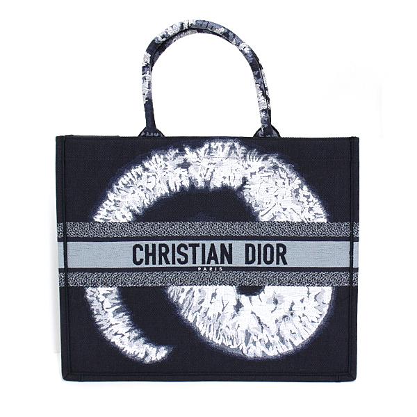 DIOR ブックトート 2020年秋コレクション  入荷致しました! たっぷり収納出来る 使い勝手抜群のトートバッグです。