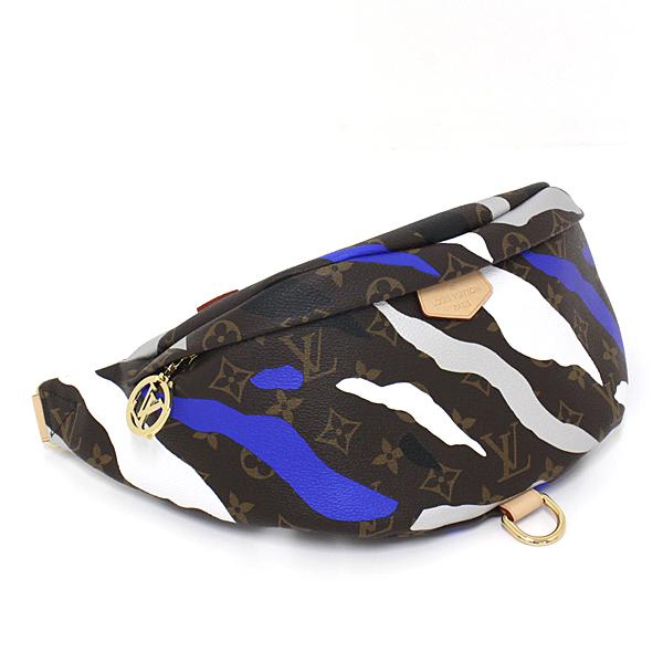ルイ・ヴィトン × 「リーグ・オブ・レジェンド」のコラボレーションによるクロスボディバッグ。個性溢れるデザインです。