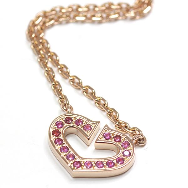 カルティエ 「Cハート ネックレス 」アイコニックなCハートにピンクサファイアをセッティング 由緒ある伝統を感じさせながら、可愛らしい雰囲気に仕上げたシンボルネックレスです