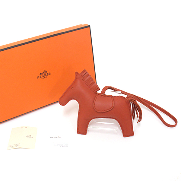 シックで落ち着いた色味のロデオはお手持ちのバッグにも合わせやすくオススメです♪